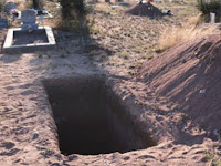 Kisah Nyata: Jenazah Ulama Dikubur dan Hidup Kembali, Allah Mengirim Pencuri Kafan