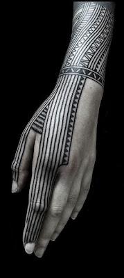 Tato tribal keren di tangan