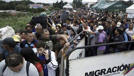 Emigrar de Venezuela sin nada en el bolsillo: la voraz inflación se come el salario