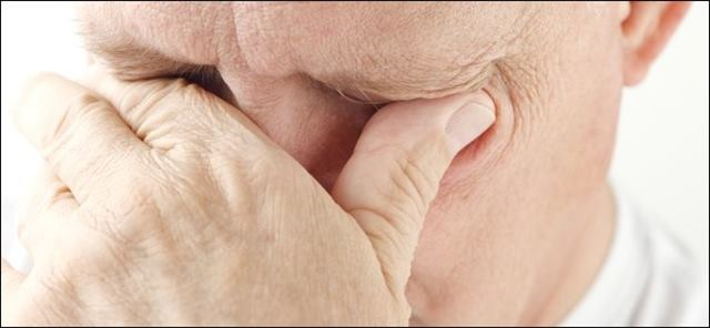 فرك او حك العينين - لغة العيون - لغة الجسد
