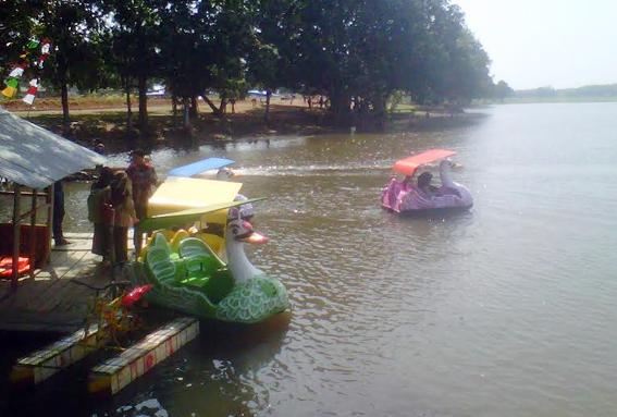 Objek Wisata Bendungan dan Air Terjun Lampung Utara yang Sangat Menawan Ramai Pengunjung
