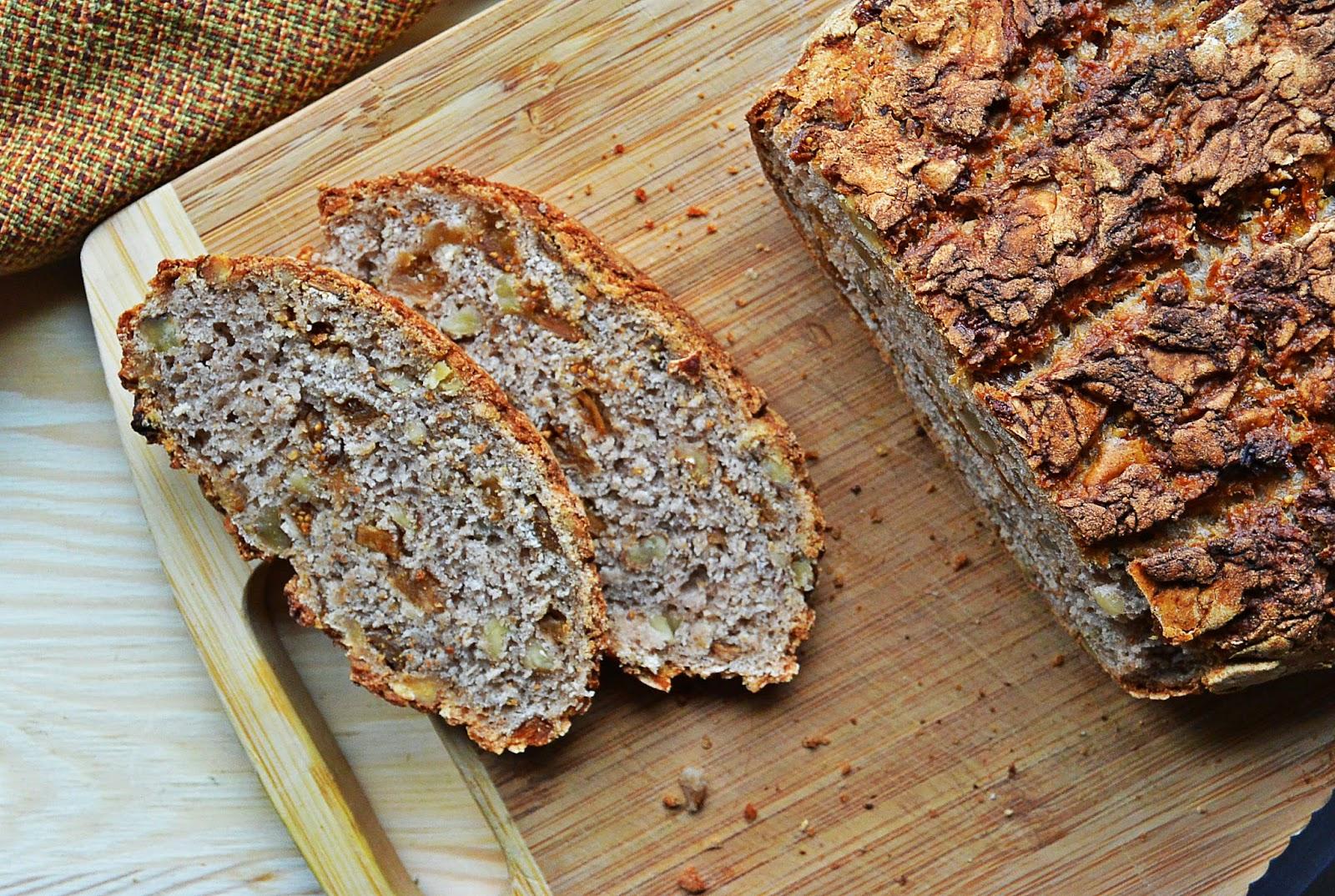 Chleb z figami z orzechami włoskimi