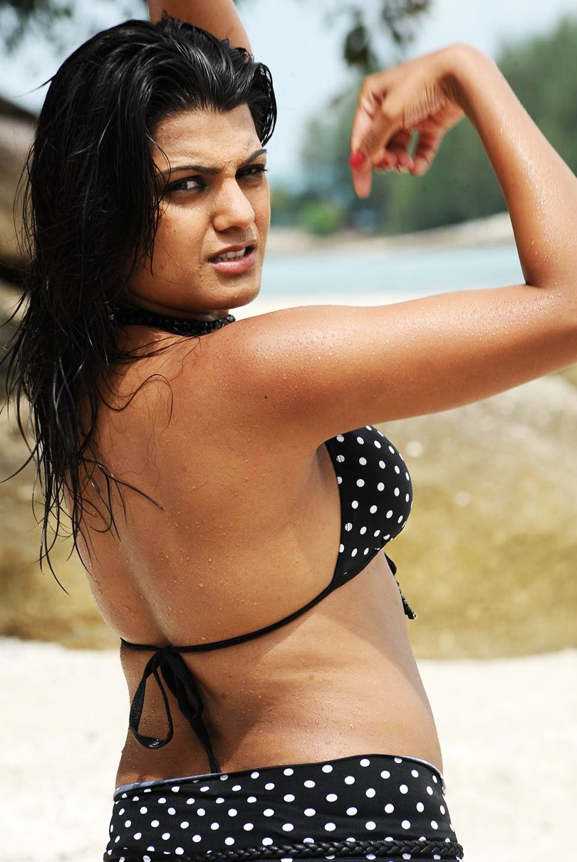Tashu kaushik bare back and wet