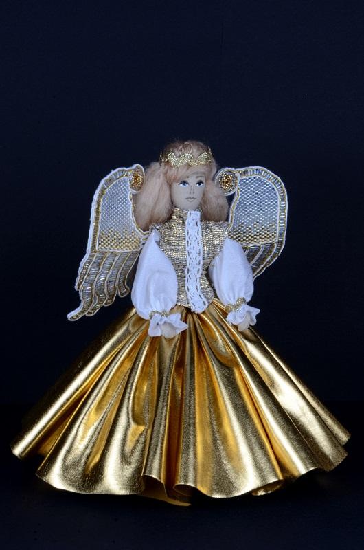 Złoty Aniołek ręcznie robiony ze skrzydłami w technice sutasz.