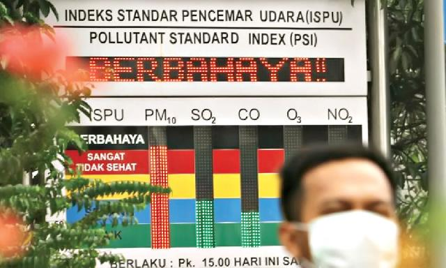 papan indeks standar pencemaran di kota Palangkaraya rusak
