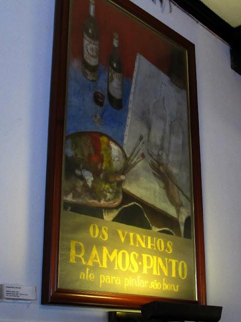 quadro com antigo rótulo dos vinhos Ramos Pinto
