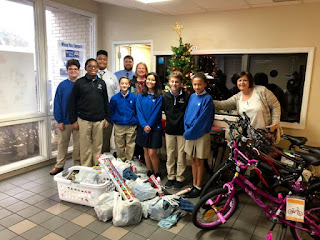 Montgomery Catholic Students Assist the Christmas Clearinghouse 1