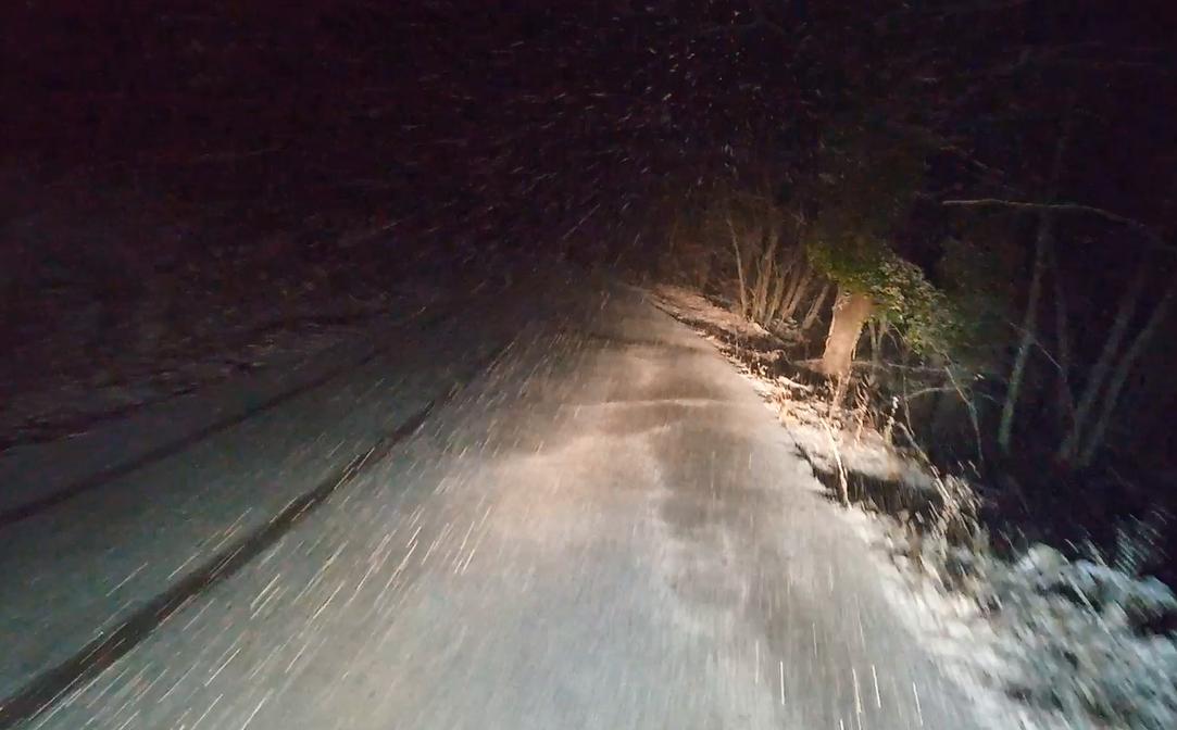 Έντονη χιονόπτωση στην Χαλκιδική- Τα πρώτα προβλήματα  (βίντεο)