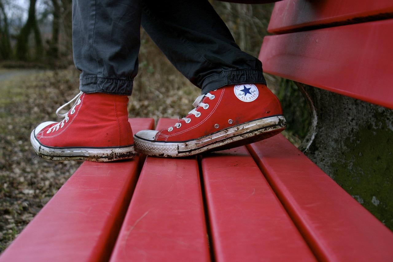 3af3b027be023 Buty converse to jeden z najmodniejszych modeli do noszenia na co dzień.  Obuwie doskonałe do szkoły, na uczelnię, podwórko, imprezę u znajomych czy  wyjście ...
