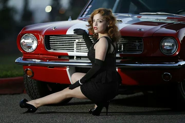 ford mustangs with beautiful girls 2 iblog. Black Bedroom Furniture Sets. Home Design Ideas