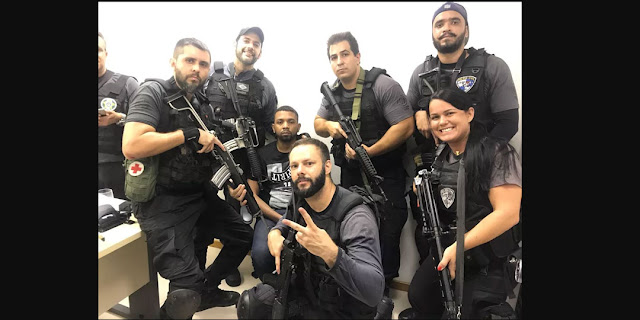 "Policías generan polémica al sacarse selfies con ""Rogério 157"" … ¡narco detenido!"