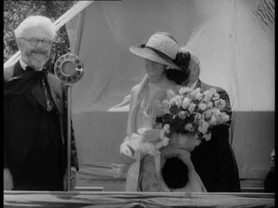 """Грэнвилл Редмонд в """"Огнях большого города"""" (1931)"""