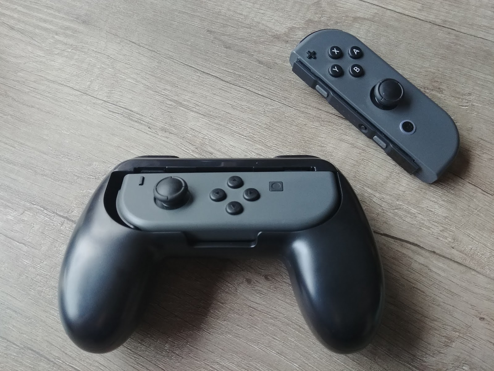 Get a grip: Switch joy-con grip accessory review - GeeksvsGeeks