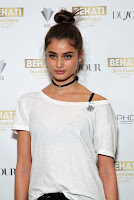victoria secret angel taylor hill flaunted her slender legs in black leather skinny pants attended behati x juicy launch