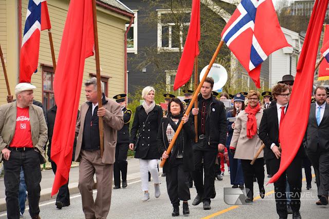 Pochód z fladami w Oddzie - Podczas norweskiego święta wszędzie wywiesza się flagi