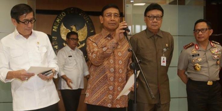 Konferensi pers terkait pembubaran HTI.