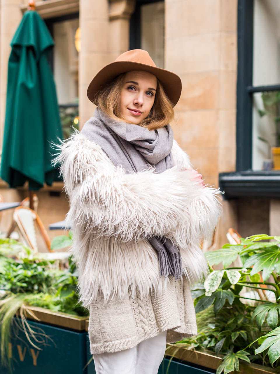 Light neutral toned autumn outfit and tan coloured H&M wool fedora hat
