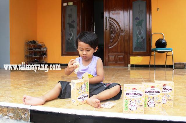 reaksi-anak-makan-boromon-monde-cookies-original-flavor-ingridients