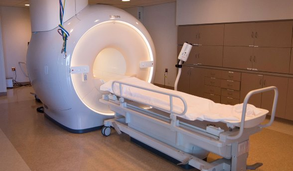 تعطل جهاز الرنين المغناطيسي قي المشفى الوطني في السويداء منذ أكثر من شهر