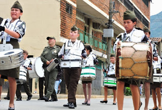 banda marcial de policías infantes niños música