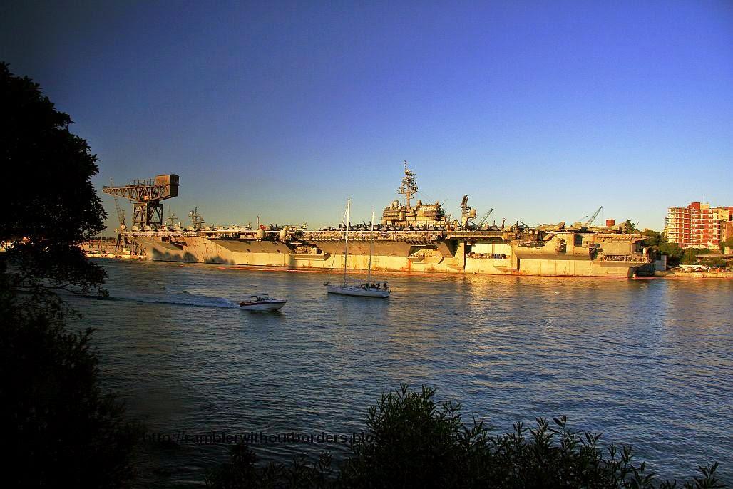 USS Kitty Hawk docked at Woolloomooloo wharf, Sydney in 2007