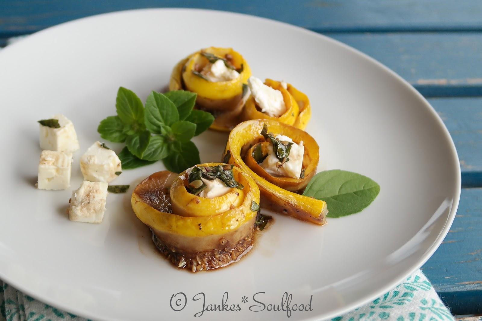 Zucchini-Röllchen mit Feta