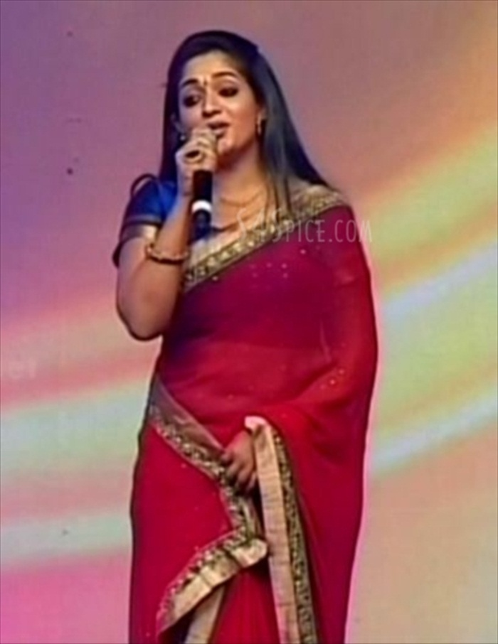 All Pictures Gallery 4u: Kavya Madhavan Hot Navel Show In