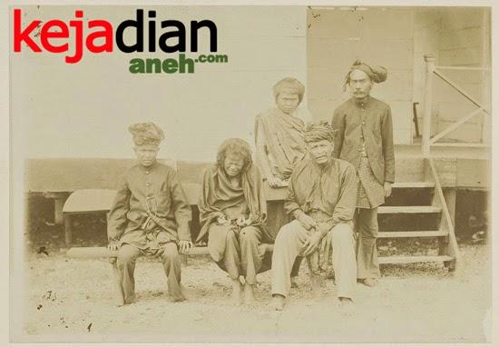 Propaganda Foto Cut Nyak Dhien Berhijab
