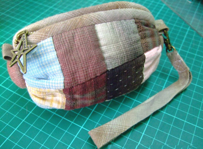 "How to sew a handbag ""Candy"" Photo Tutorial. Patchwork  Zip Pouch / Cosmetic Bag."