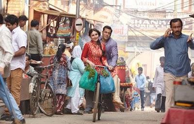 Salman Khan and Kareena Kapoor Khan, riding on a bicycle, in Bajrangi Bhaijaan, Directed by Kabir Khan