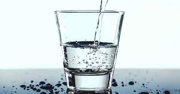 Kako najjednostavnije saznati da li je vaš dom ispunjen negativnom energijom i izbaciti je: Dovoljna čaša vode!
