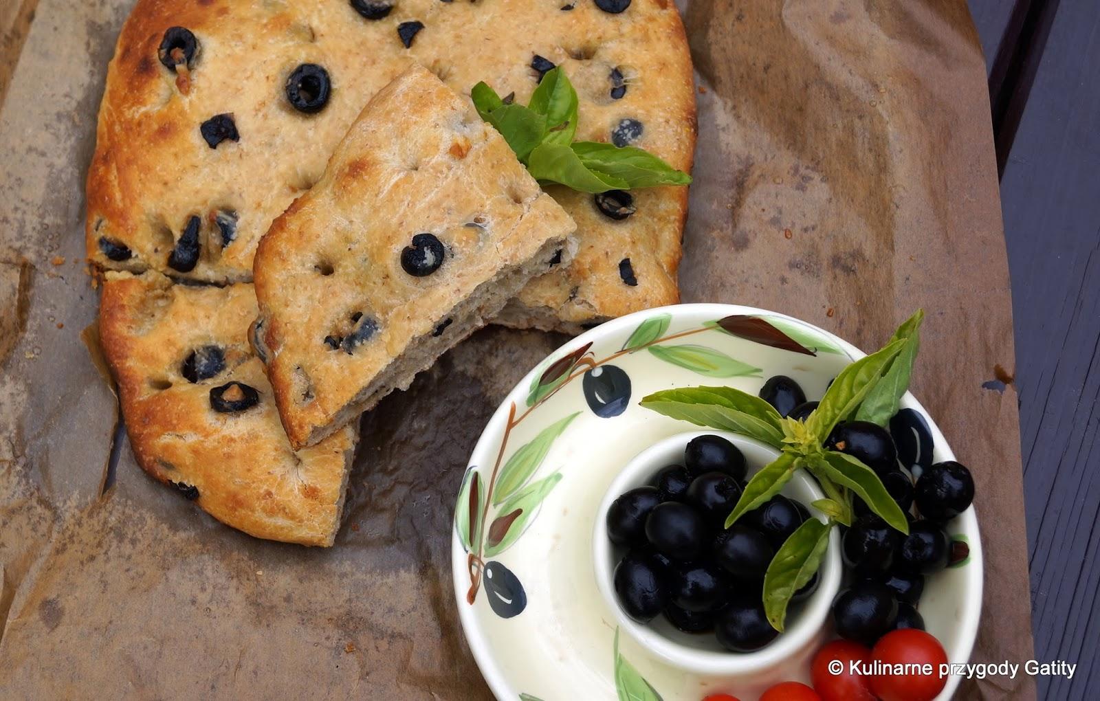 plaski-chlebek-z-oliwkami