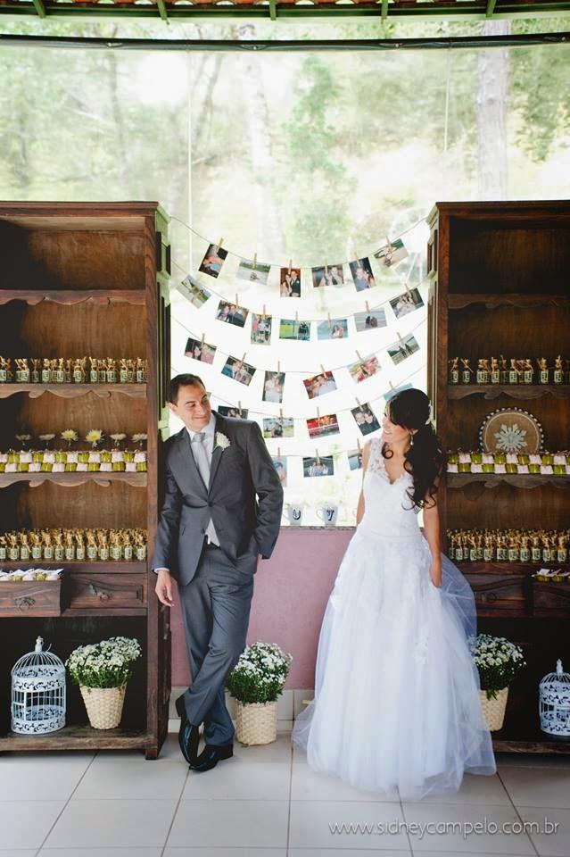 romantico-festa-noivos-decoracao-varal-fotos
