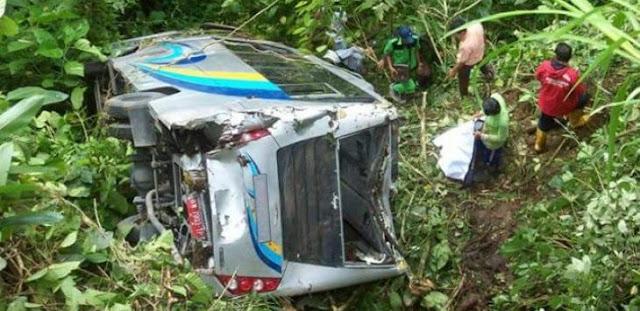 Bus Unimed Berisi 42 Mahasiswa Masuk Jurang
