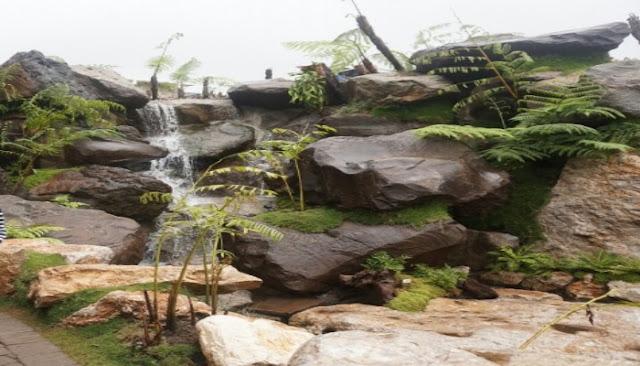 air terjun mini di wisata farm house lembang