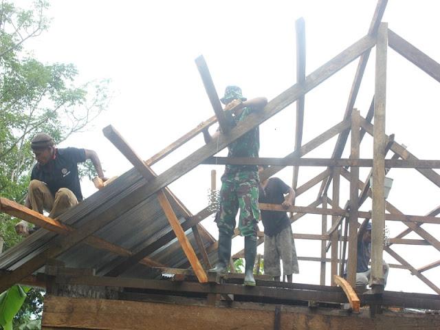 Satgas TMMD ke 102 Selesaikan Rumah Warga Desa Telutih