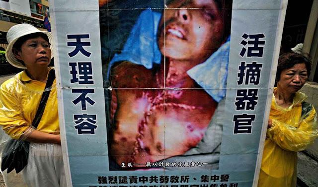 Protesto contra a extração forçada de órgãos de dissidentes religiosos
