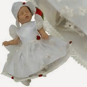 foto bayi perempuan memakai gaun