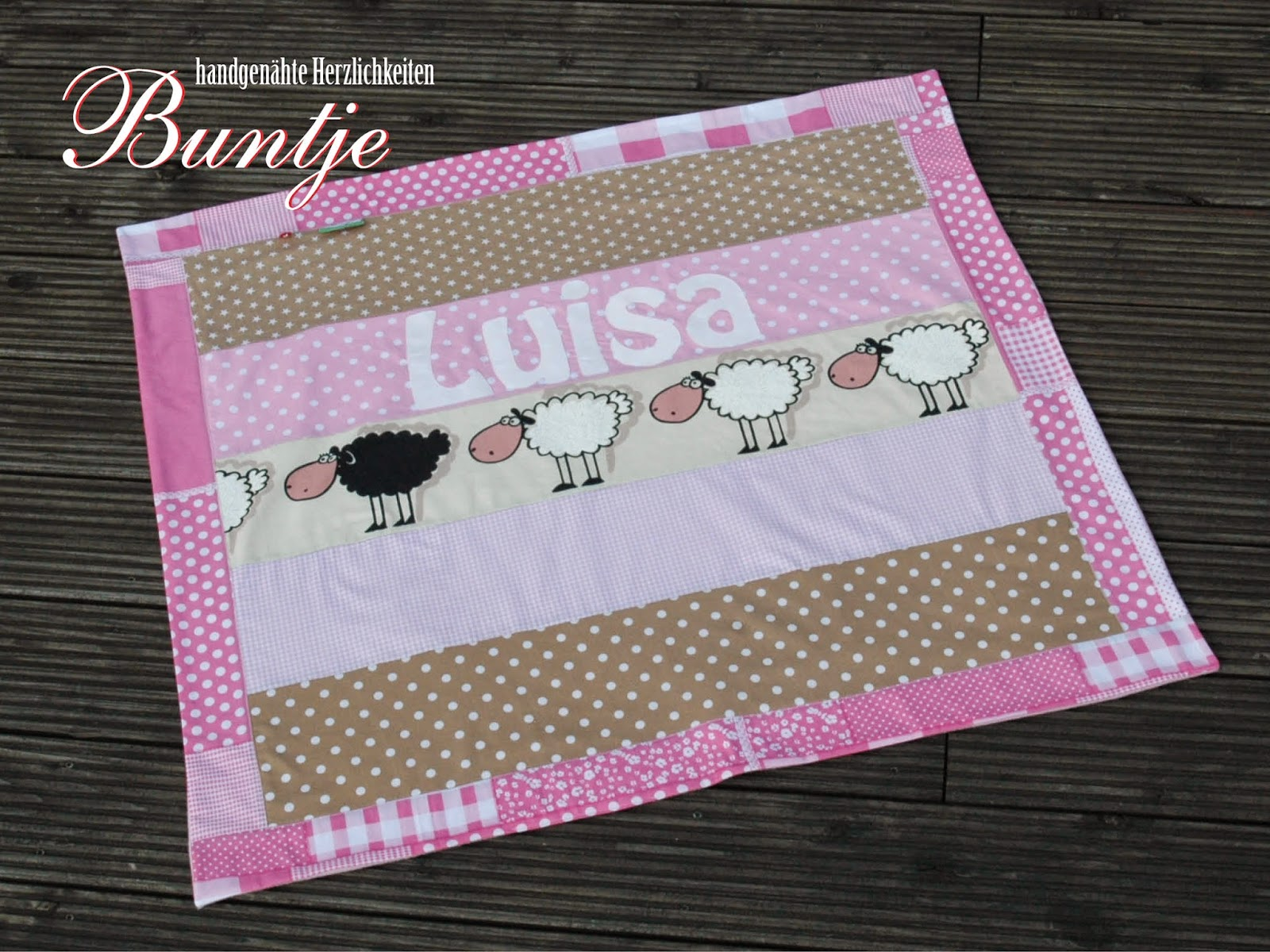 Krabbeldecke Kuscheldecke Decke Baby Name Geschenk Geburt Taufe Mädchen rosa beige taupe hellbraun Schafe Tiere Luisa Fleece Baumwolle Buntje nähen