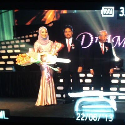 cdm nurul aini ismail on stage