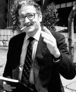 Foto de Jaime Sabines con terno y corbata