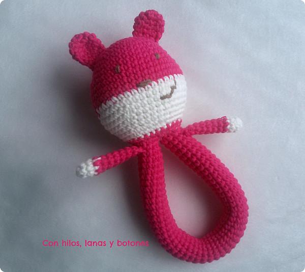 Con hilos, lanas y botones: Osito sonajero rosa de crochet