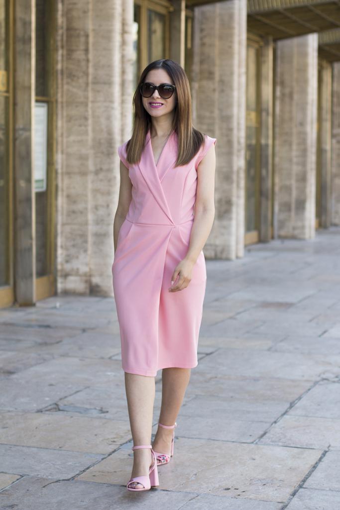 cum sa porti o rochie roz