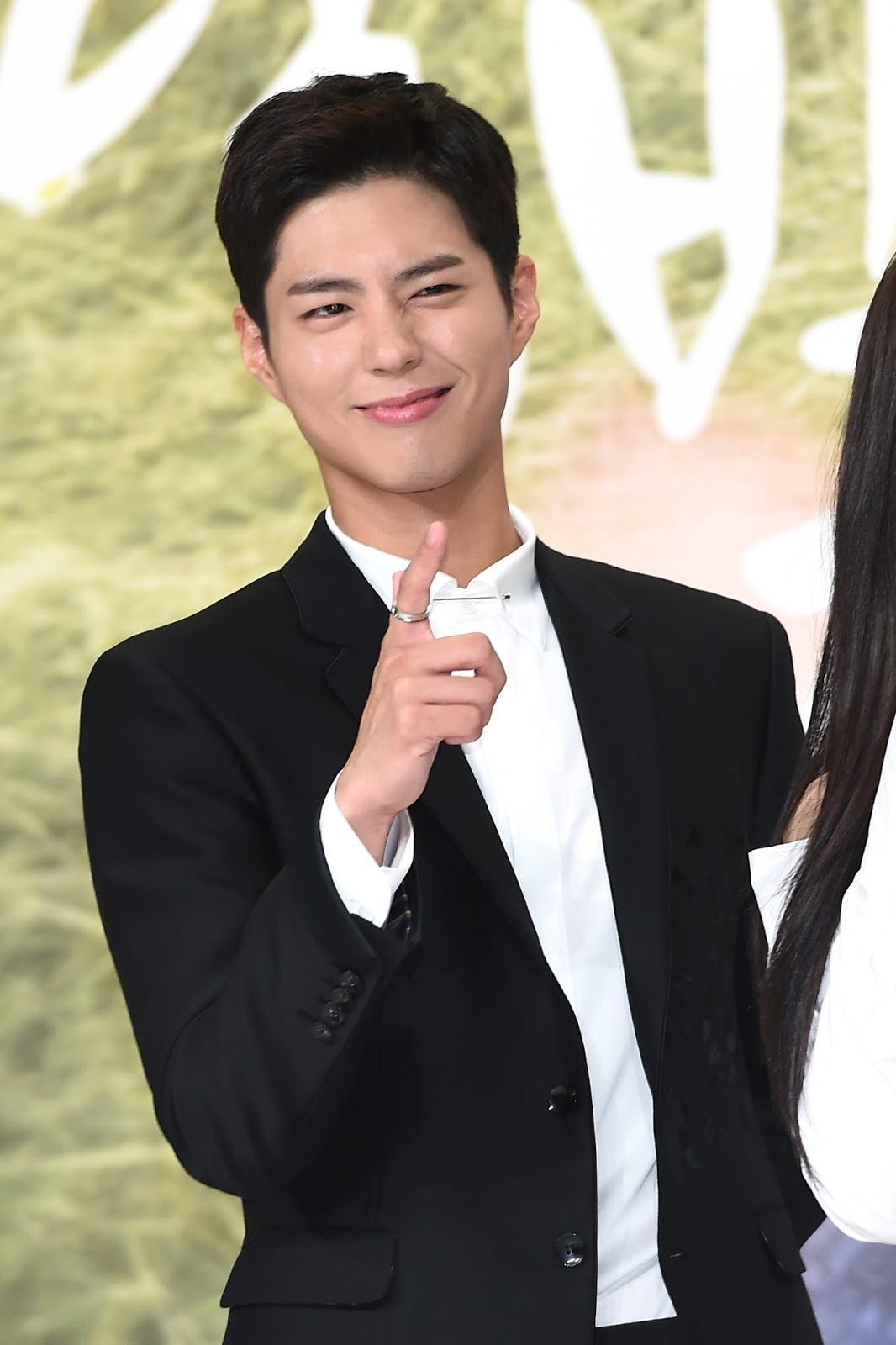 Park Bogum takes kpop charts by storm: Is he really a good singer