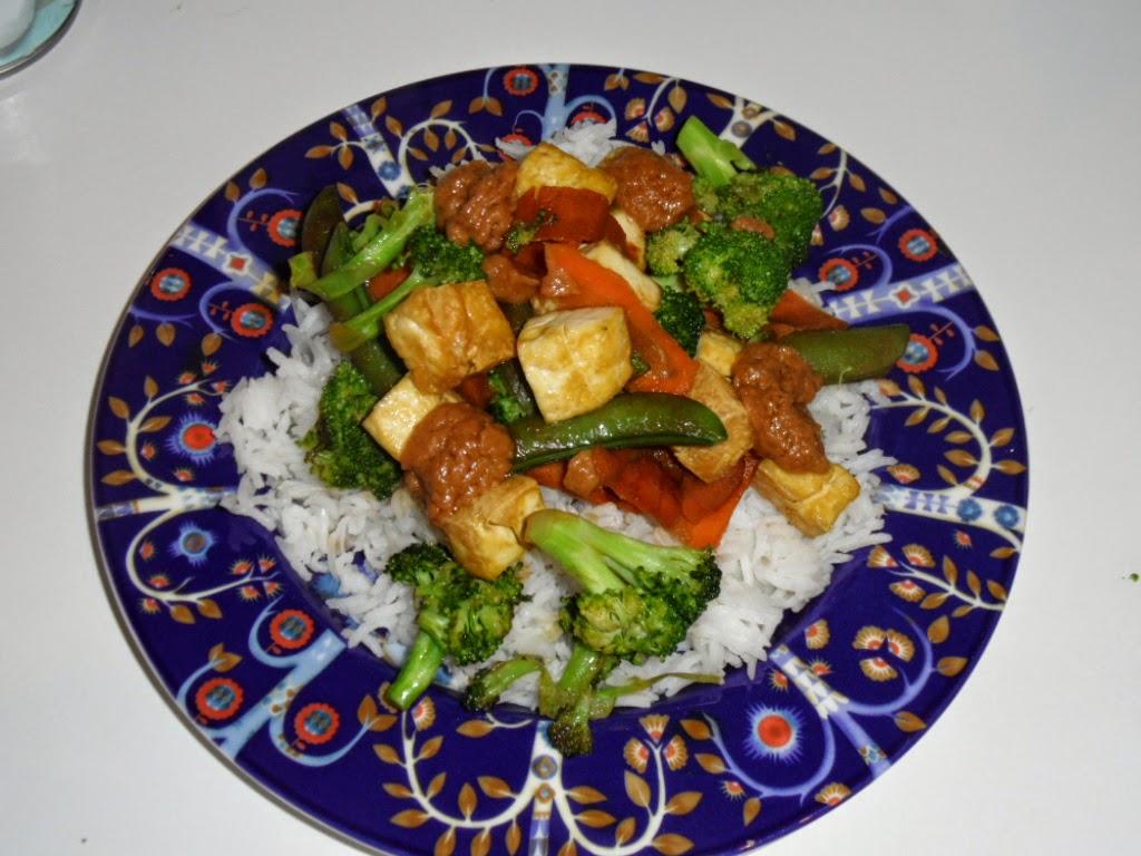 Tofua Maapähkinäkastikkeessa