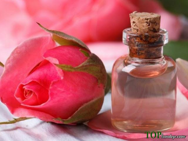 2 cách sử dụng nước hoa hồng trị da khô hiệu quả nhất