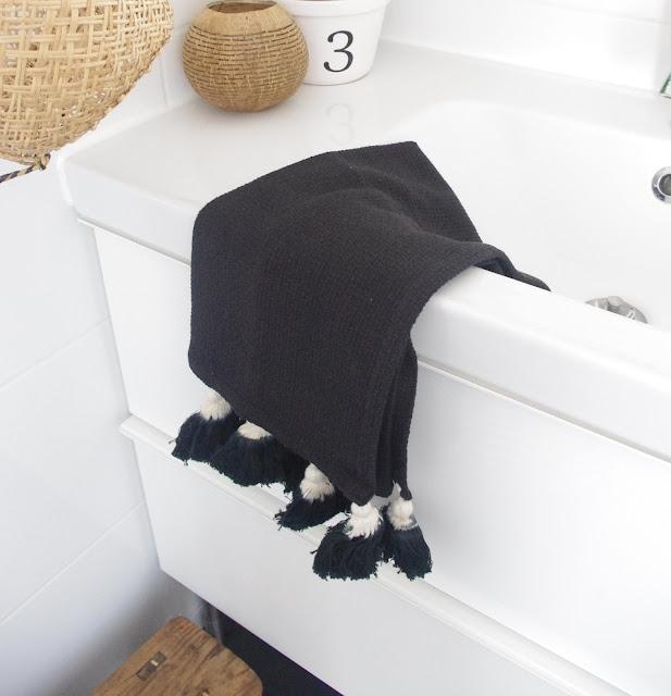 Madam Stoltz Handtuch schwarz
