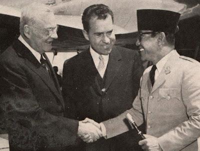 Presiden Soekarno membawa tongkat komando sakti di Amerika