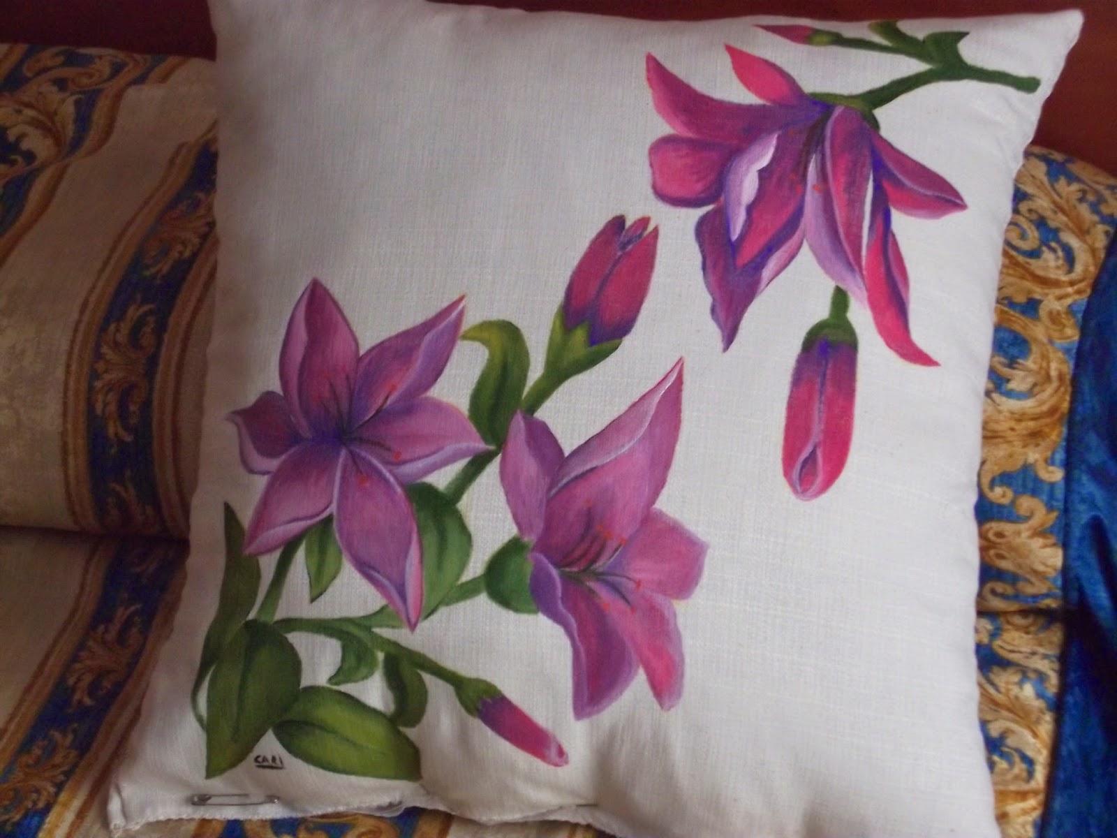 Cosas de cari cojin de flores lilas pintado sobre tela - Como pintar telas a mano ...