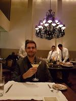 jantar no D.O.M alex atala decoração lustre